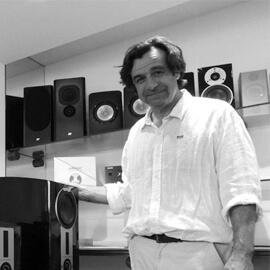 Philippe Punty, le patron qui mélange les compétences ! Sa polyvalence et son investissement en font le centre nerveux du magasin.